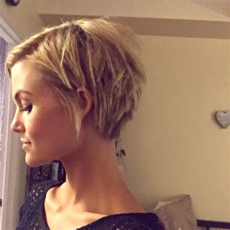 big shoulders and pixie cuts 25 best ideas about long choppy bobs on pinterest