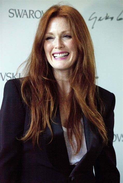julie ann moore s hair color julianne moore loses jewelry during house construction