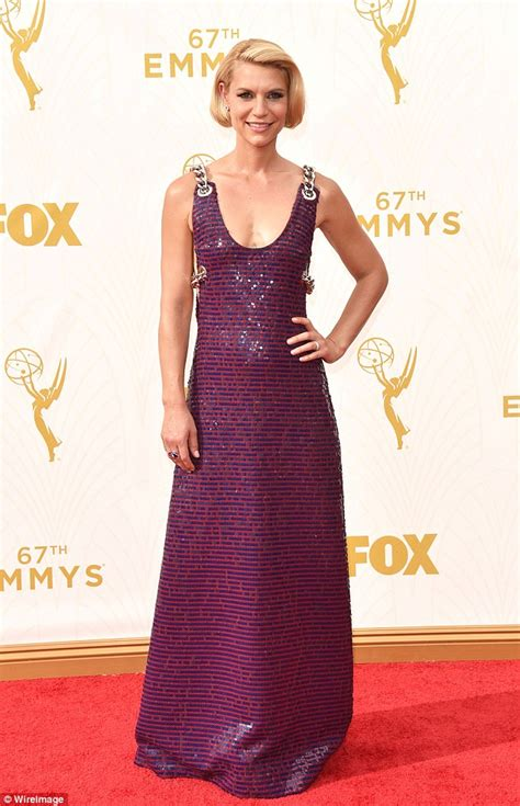 claire danes red carpet claire danes arrives on the emmy red carpet in sequined