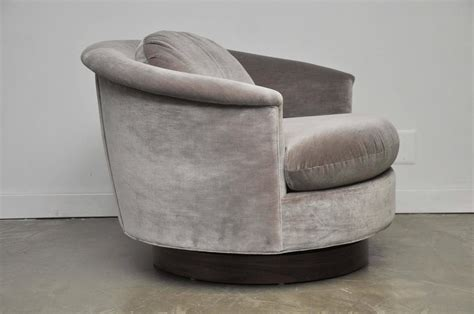 Large Milo Baughman Swivel Chair At 1stdibs Big Swivel Chair