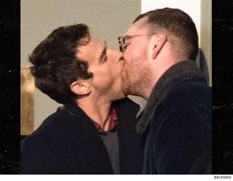 With Married Paparazzo Boyfriend In Mexico by Sam Smith Goes In For Heavy Make Out With Boyfriend