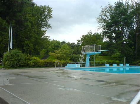 schwimmbad mit sprungbrett freizeitaktivit 228 ten schwimmbad reinach