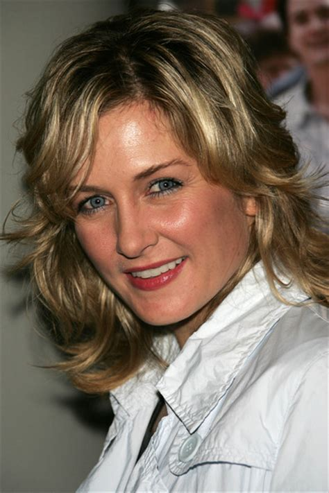 amy carlson hairstyle 2015 amy carlson haircut 2015 hairstylegalleries com