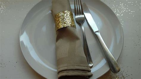 Make Paper Napkin Rings - how to make toilet paper roll glitter napkin rings diy