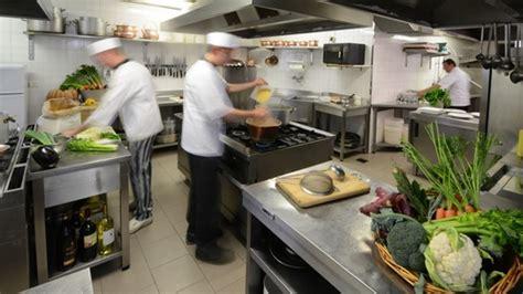 gli incidenti pi 249 comuni in cucina tagli e ustioni