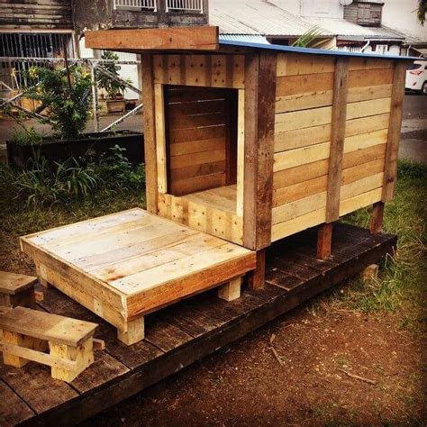 dog house made from wooden pallets diy pallet dog house cat house playhouse 101 pallet ideas