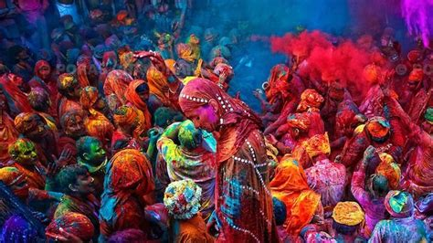 colors of india stunning photos from india and nepal s holi festival