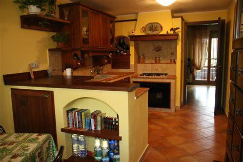 camini rettangolari cucina in muratura con pianta rettangolare camini fai da