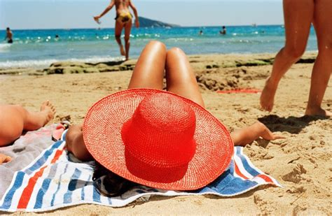 martin parr lifes a 1597112135 expo photo martin parr 224 nice life s a beach