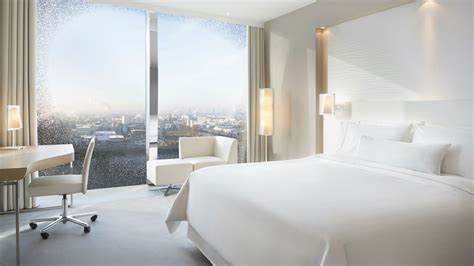 Beautiful Beds deluxe rooms in the westin hamburg city hotel heavenly