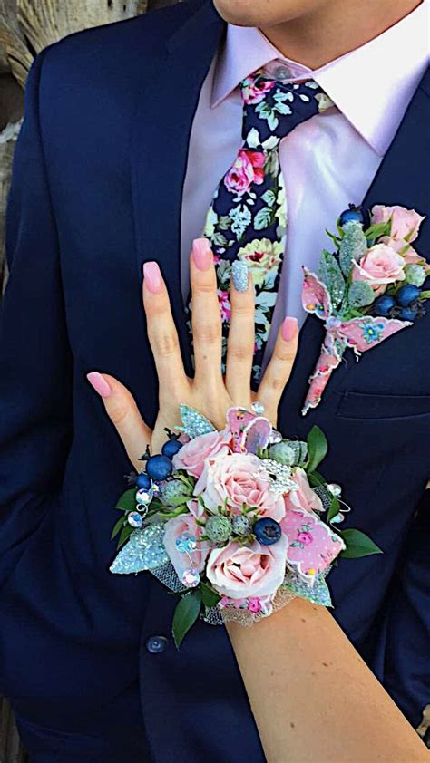 Boutonniere For Prom by The 25 Best Prom Corsage Ideas On Prom