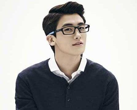 model rambut 2016 pria korea ini tanda yang sering ditunjukan pria yang sedang jatuh