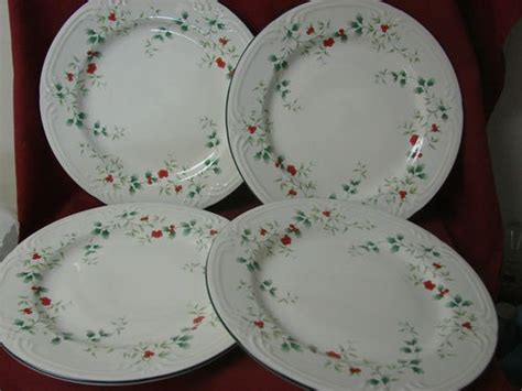 Winterberry Dinner Set 246 best images about pfaltzgraff winterberry on serving bowls qvc and pedestal