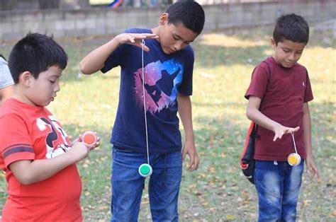 dibujos de niños jugando yoyo 10 juegos infaltables en la infancia de los colombianos