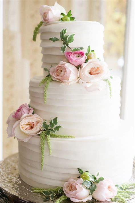Flower Garden Cake Ideas Wedding 25 Best Ideas About Wedding Cake Flowers On Pinterest Beautiful Wedding Cakes Wedding Cakes