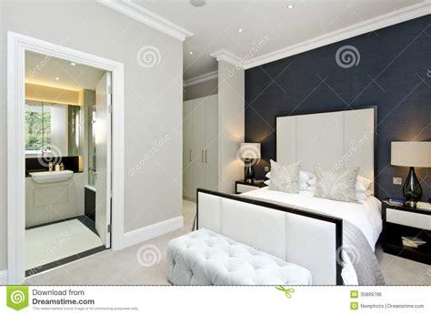 chambre bébé bleu et blanc salle de bain gris argent