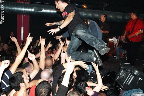 iggy pop stage dive stage diving wikip 233 dia a enciclop 233 dia livre