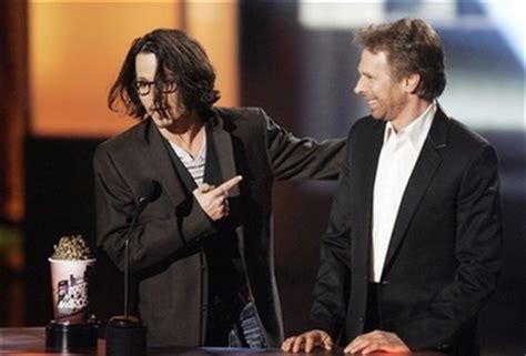 Johnny Depp Grabs 2 Golden Popcorns At The 2008 Mtv Awards by Johnny Depp Wins At Mtv Awards