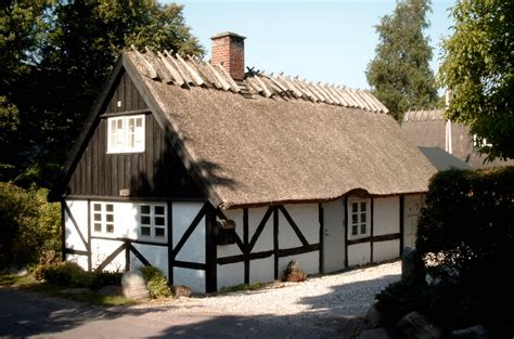 village house file ht village house 4 jpg wikimedia commons