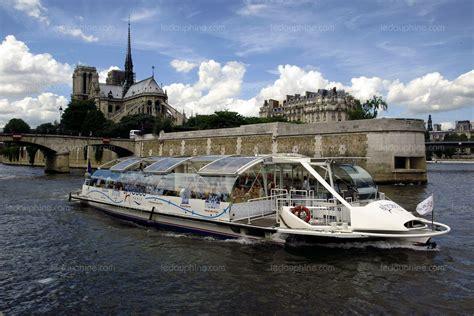 bateau mouche ou bateau parisien france monde non le bateau mouche n est pas parisien