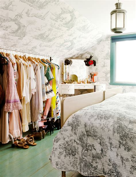 Cleaning Out Clothes Closet by How To Clean Out Your Closet And Sell Or Consign Your Clothes
