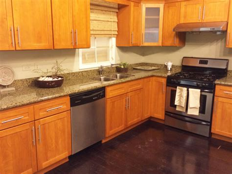 Honey Maple Cabinets by Wl Cm Works Granite Countertops Chicago