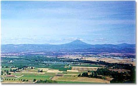 Landscape Rock Medford Oregon Oregon Sits Astride I 5 Between Medford And Talent