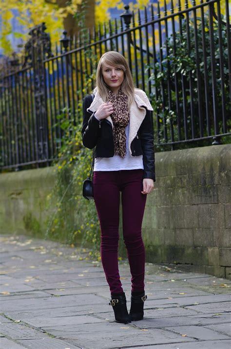 blogger uk uk fashion blogger burgundy jeans black jacket raindrops