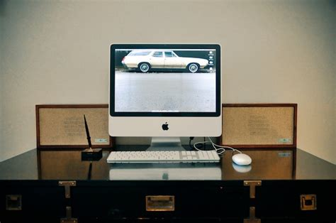 Minimalist Computer Speakers by Mac Setups Solitary Imac