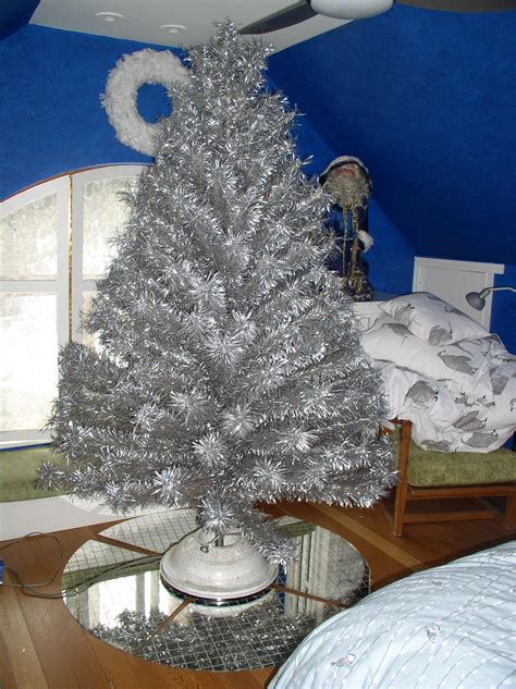 i have a vintage 7 5 tinsel christmas tree with a naren