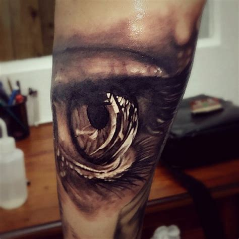 eye tattoo with reflection reflection in the eye realistic tattoo best tattoo ideas