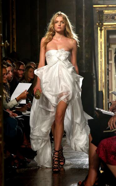 Kisa Fashion Week by 214 N 252 Kısa Arkası Uzun Gelinlikler Gelinlik