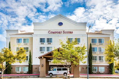 comfort inn fresno comfort suites in fresno hotel rates reviews on orbitz