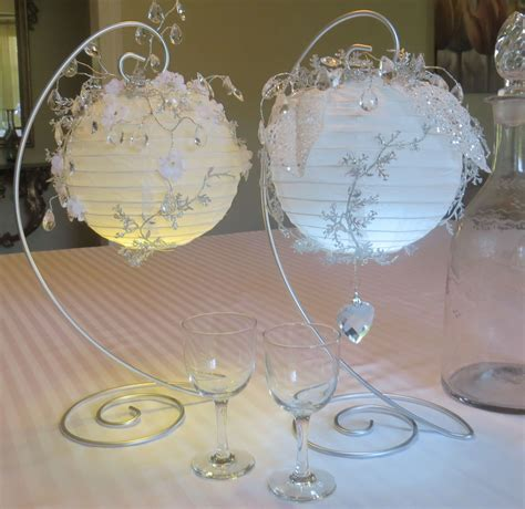 Elegant table decoration made with white paper lanterns