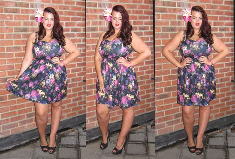 i love this material this dress is made out of on pinterest size 18 floral skater dress
