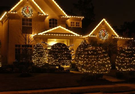 professional outdoor christmas lights what to light up during christmas in outdoor 15