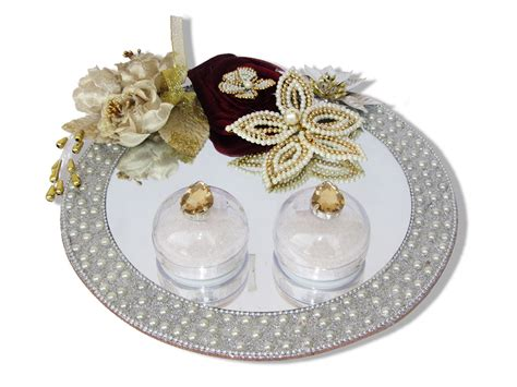 engagement ring tray in silver decorated with pearls