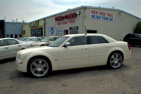 chrysler car white 2006 chrysler 300c hemi navigation white sports sedan use car