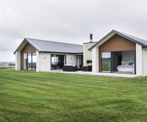 cattle farmers build their home in rural otago