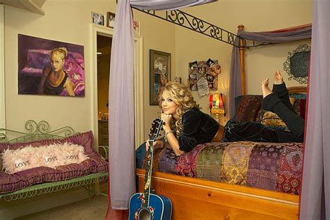 taylor swift bedroom taylor in her old room rare taylor swift