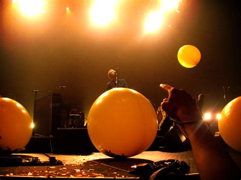 coldplay yellow video file coldplay yellow jpg wikimedia commons