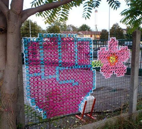 colorful and craft ideas for wire net fence decorating