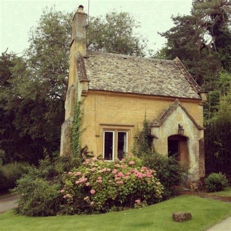 cottage tiny house pretty garden cottage garden pinterest