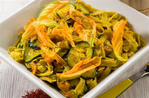 pasta con i fiori di zucchine tagliatelle ai fiori di zucchina agribologna