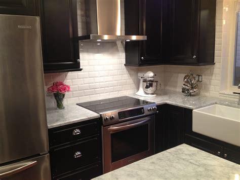 kitchen backsplash with dark cabinets white tile backsplash dark cabinets www pixshark com
