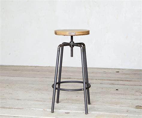 sgabello a vite sgabello a vite legno prodotti sgabelli interior design
