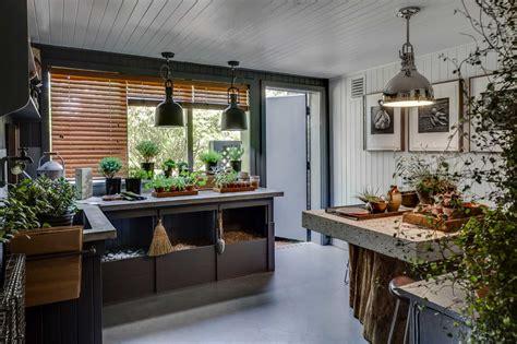 outdoor room designer crafts  smart potting shed