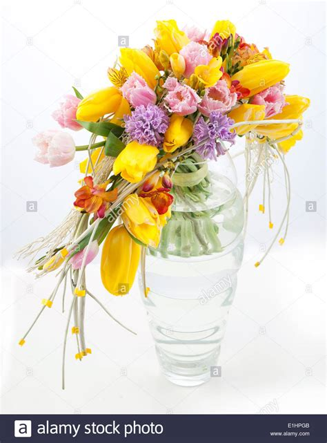 sfondo fiori primaverili festa colorati bouquet di fiori primaverili in vaso di