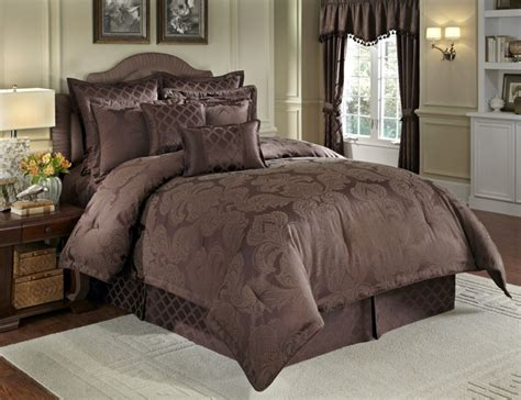 nouvelle 4 pc queen comforter set chocolate