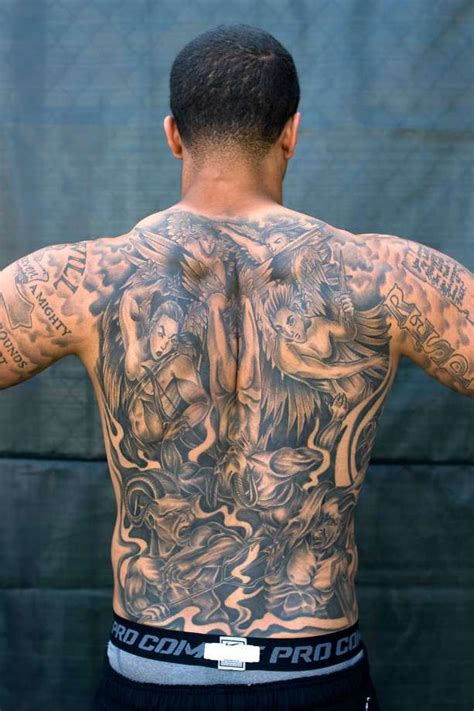 colin kaepernick tattoos colin kaepernick shows his intricate back